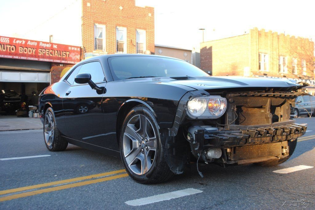 2012 Dodge Challenger R/T 5.7 HEMI V8 6 Speed Manual Wrecked