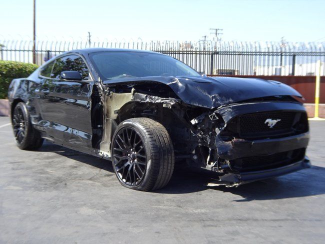 Light front damage 2016 Ford Mustang Fastback GT repairable