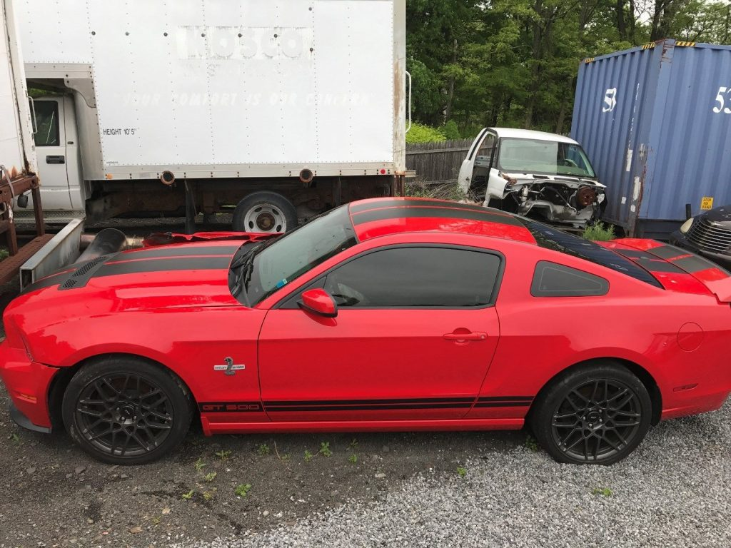 Right wheel damage 2014 Ford Mustang Shelby GT500 repairable for sale
