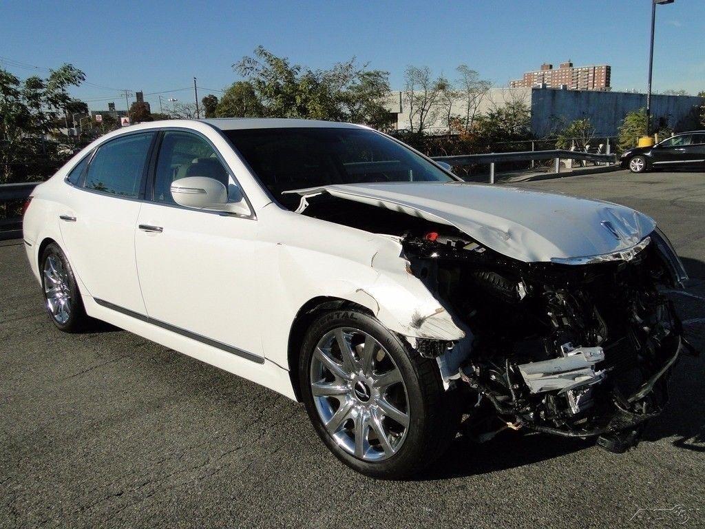 luxury 2011 Hyundai Equus Signature repairable