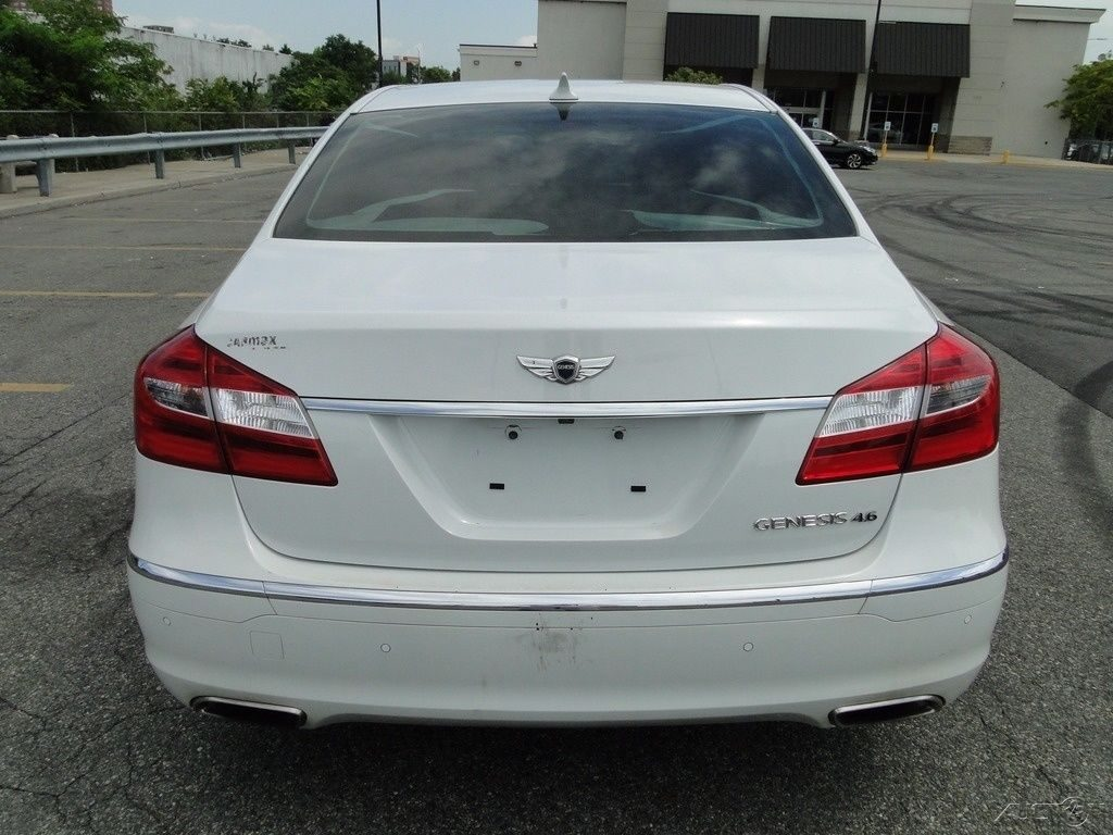 luxury 2012 Hyundai Genesis 4.6 repairable