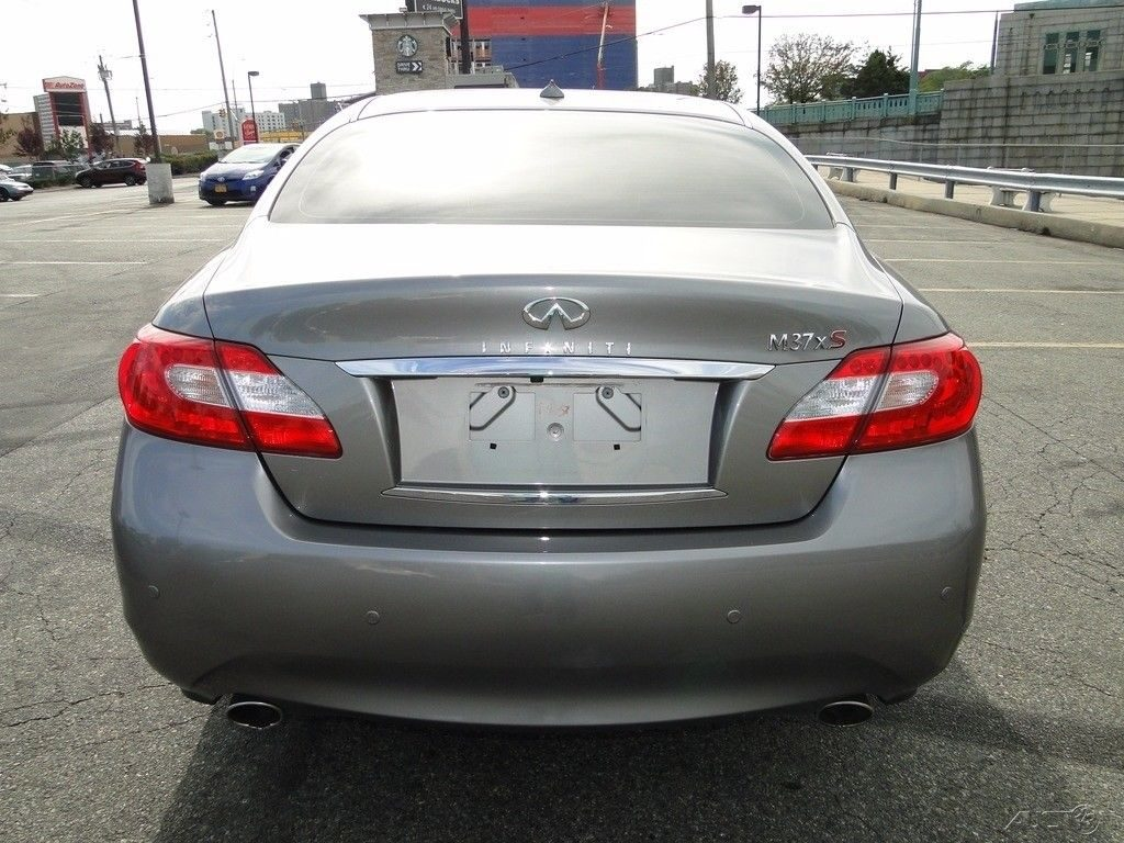 roomy 2013 Infiniti M X Sedan 4 Door repairable