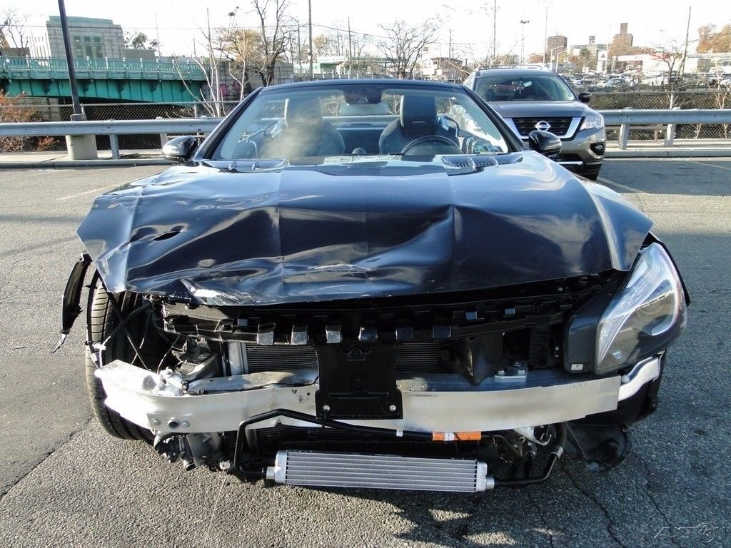luxurious 2013 Mercedes Benz SL 550 repairable