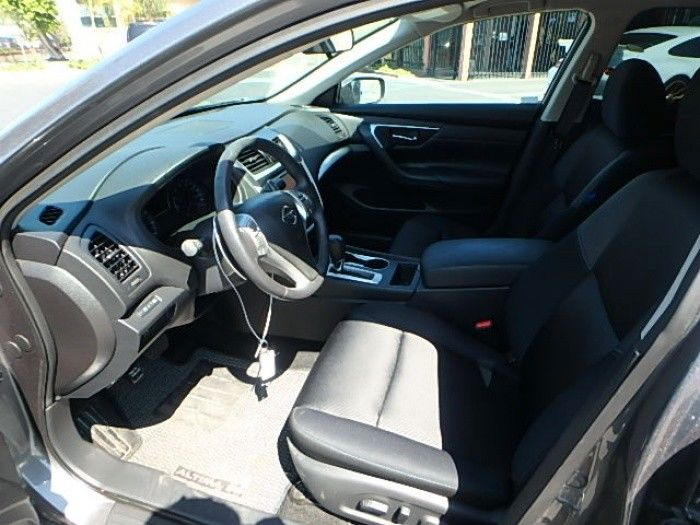 loaded 2017 Nissan Altima Sedan 4 DR repairable