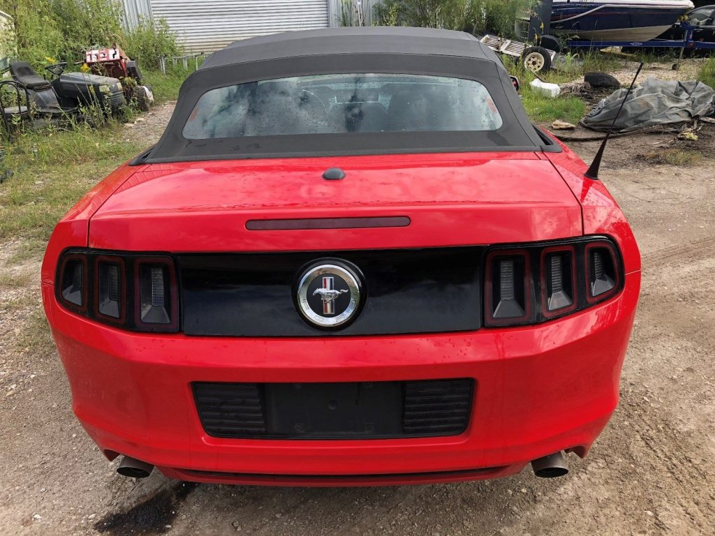 fine running 2013 Ford Mustang V6 Convertible Repairable