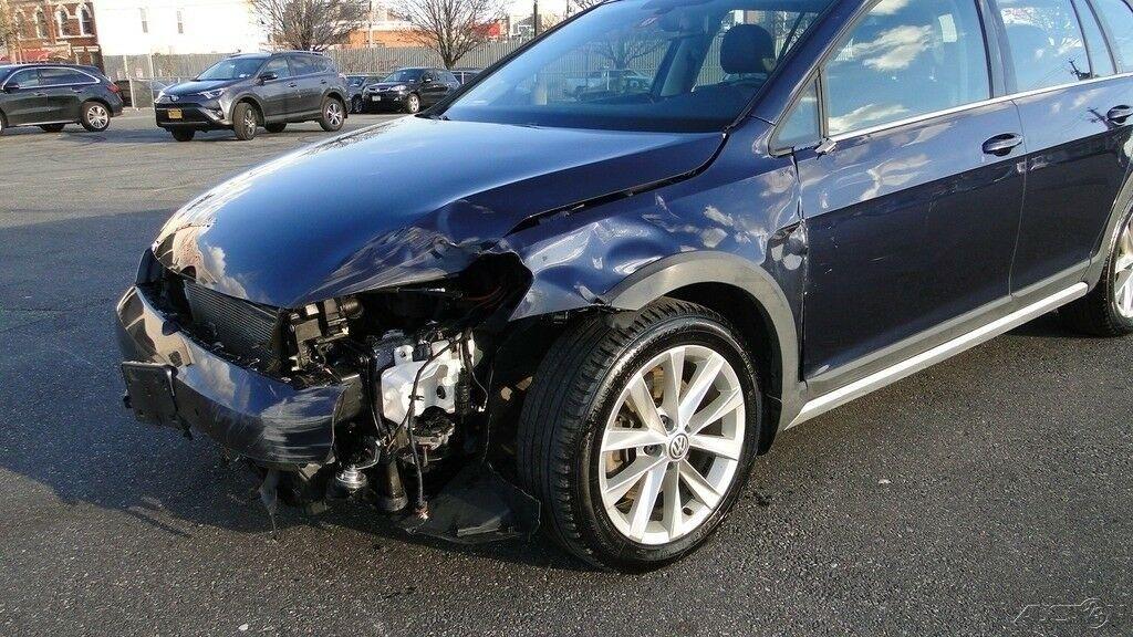 low miles 2017 Volkswagen Golf Alltrack repairable