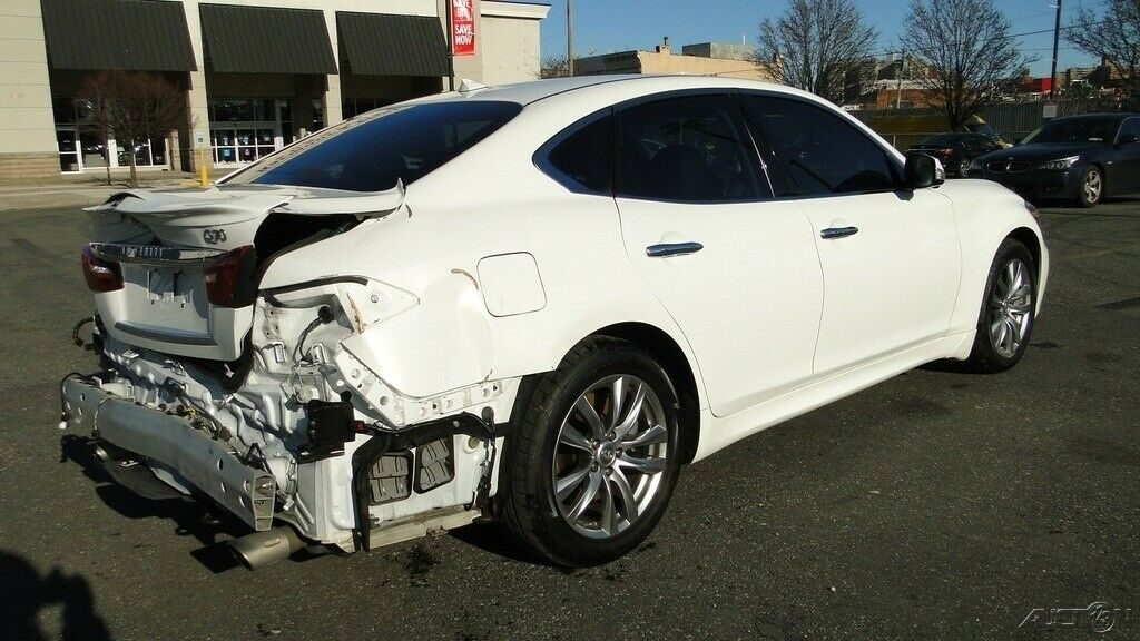luxurious 2015 Infiniti Q70 repairable