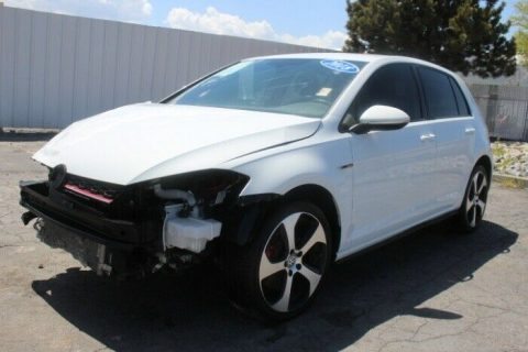 low miles 2018 Volkswagen Golf SE repairable for sale