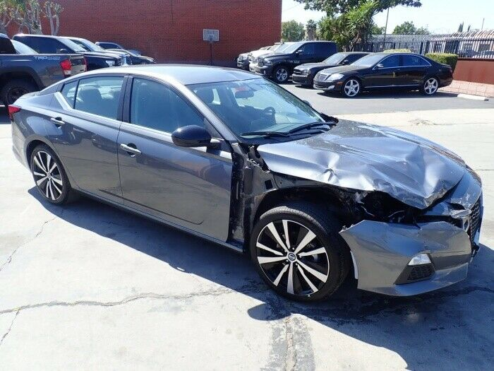 very low miles 2019 Nissan Altima 2.5 SR repairable