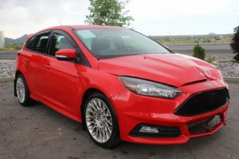 extra clean 2016 Ford Focus ST repairable for sale