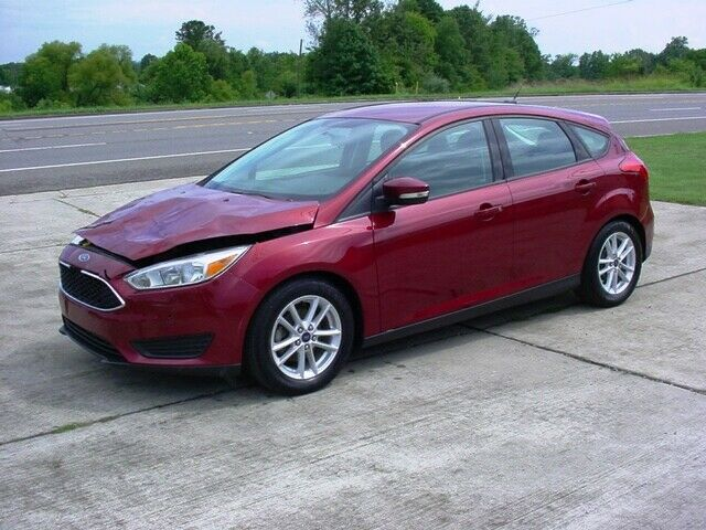 loaded 2016 Ford Focus SE Hatchback repairable