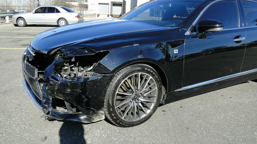 easy damage 2014 Lexus LS repairable